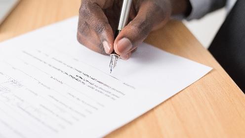 Handtekening officieel begin van eigen kapperszaak